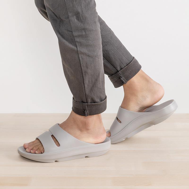 4.9分,颗粒按摩防滑,3cm增高:名创优品 柔软防滑居家拖鞋