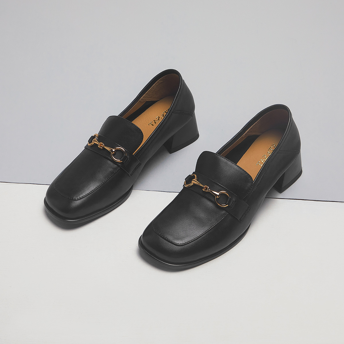 SS13111103 秋季新款方头粗跟马衔扣女鞋 2021 星期六奶油鞋
