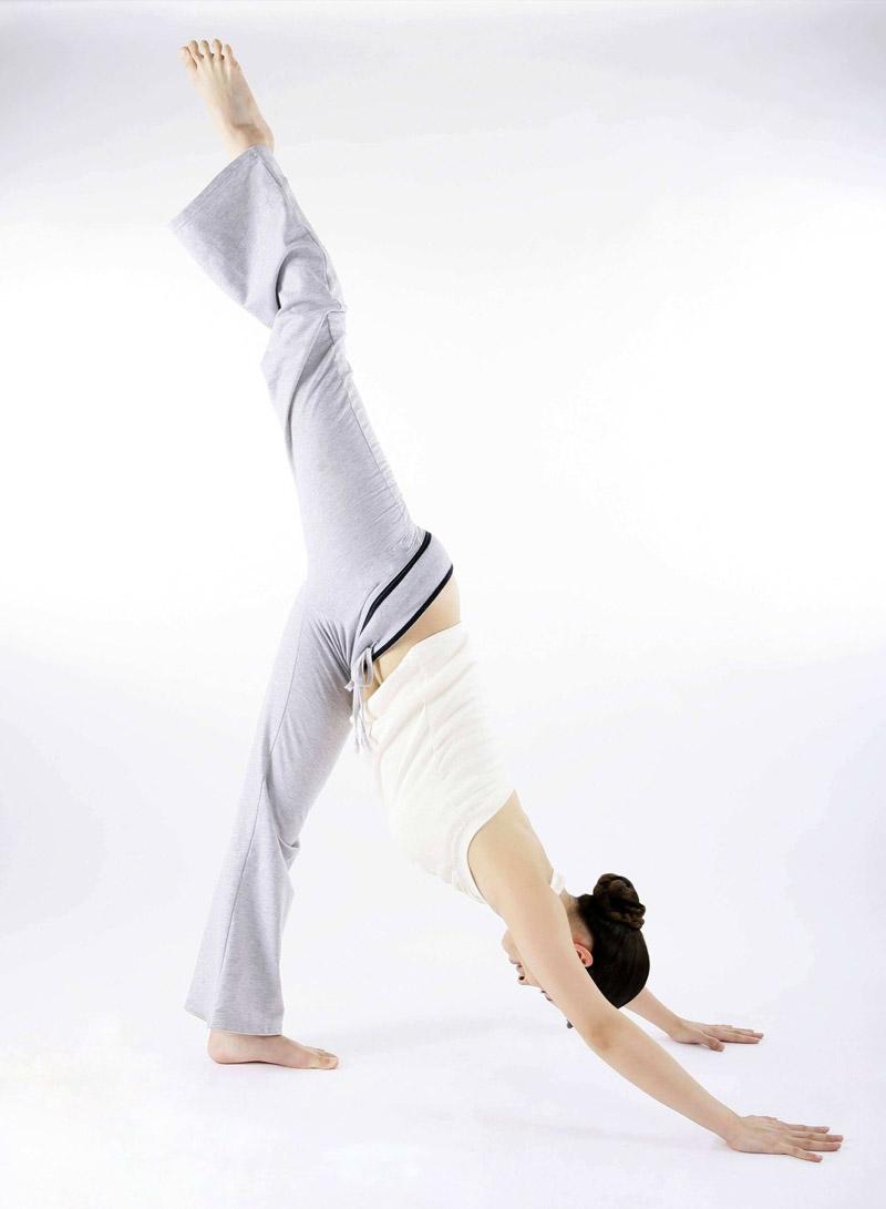 瑜伽美圖 現代裝飾畫標準美女柔術練功圖 裝飾畫海報貼畫高清照片圖片