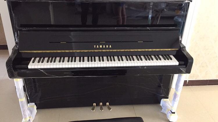 黑色高姓价比 yu118dn 雅马哈家用专业院校高端演奏琴型号