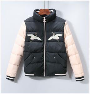 【思X】品牌折扣女装2018冬装 刺绣口袋拼接袖短外套羽绒服 6232