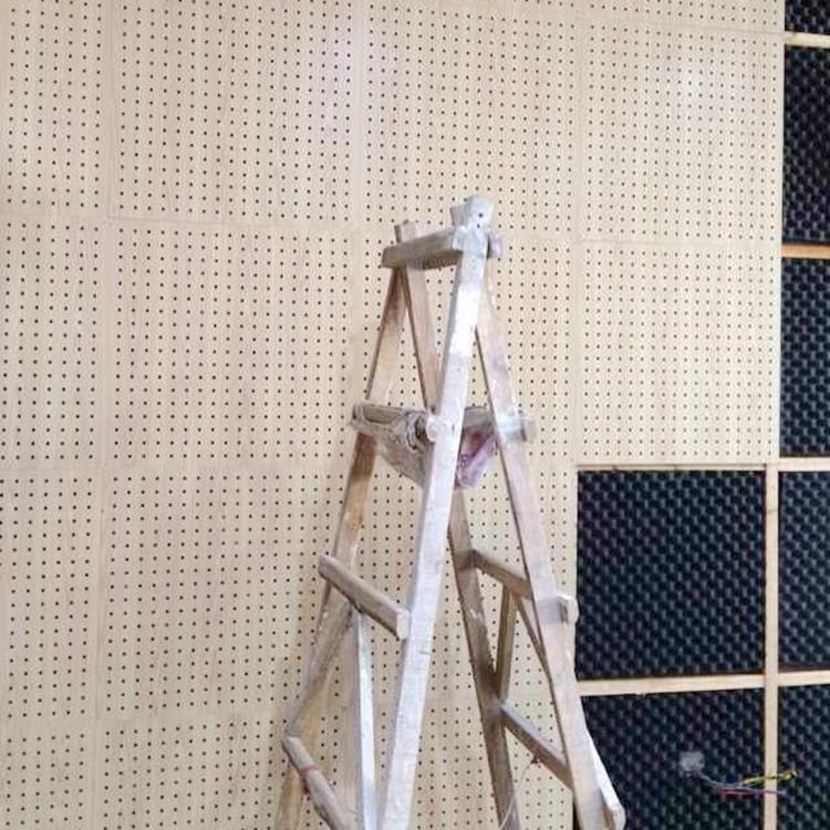 吊顶木质吸音板 穿孔 学校墙体琴房隔音板 会议室电影院 装饰板