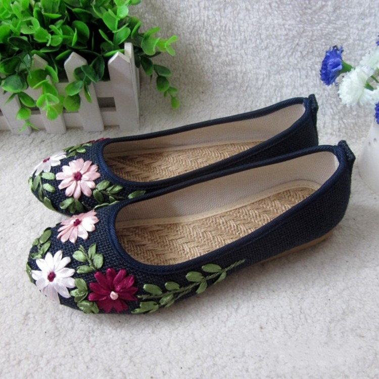 雲南麗江布鞋 手工繡花女鞋 平底時尚花朵透氣舒適單鞋 養生鞋142