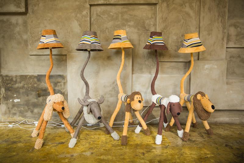 个性落地灯创意时尚北欧毛绒鹿台灯落地灯卧室欧式公主LED动物灯