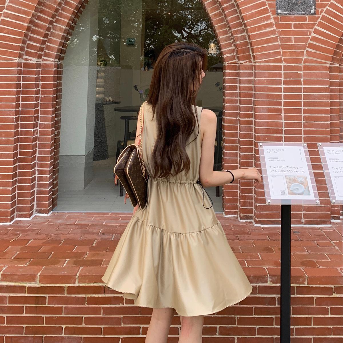 心裙休闲短款方领裙子