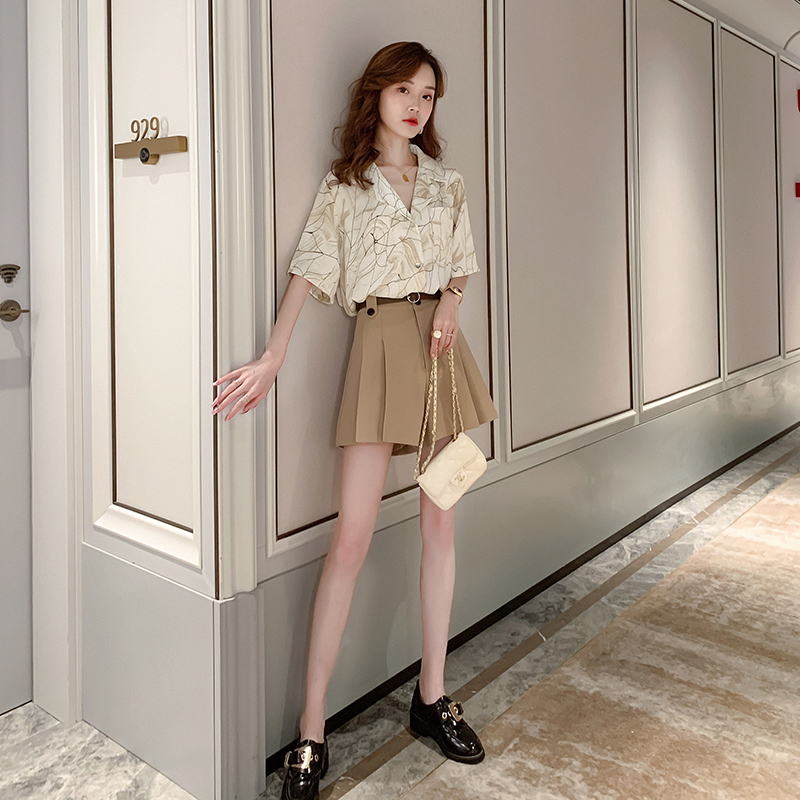 印花短袖衬衫女复古港味夏季薄款女衬衣设计感小众轻熟V领上衣夏