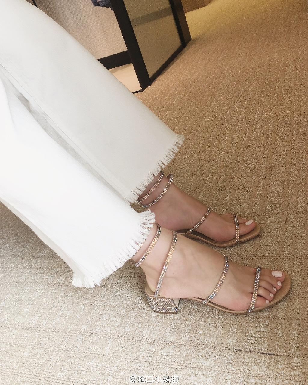 春夏时尚新小辣椒同款真皮绕脚水钻蛇形罗马中粗跟女凉鞋 2018 欧美