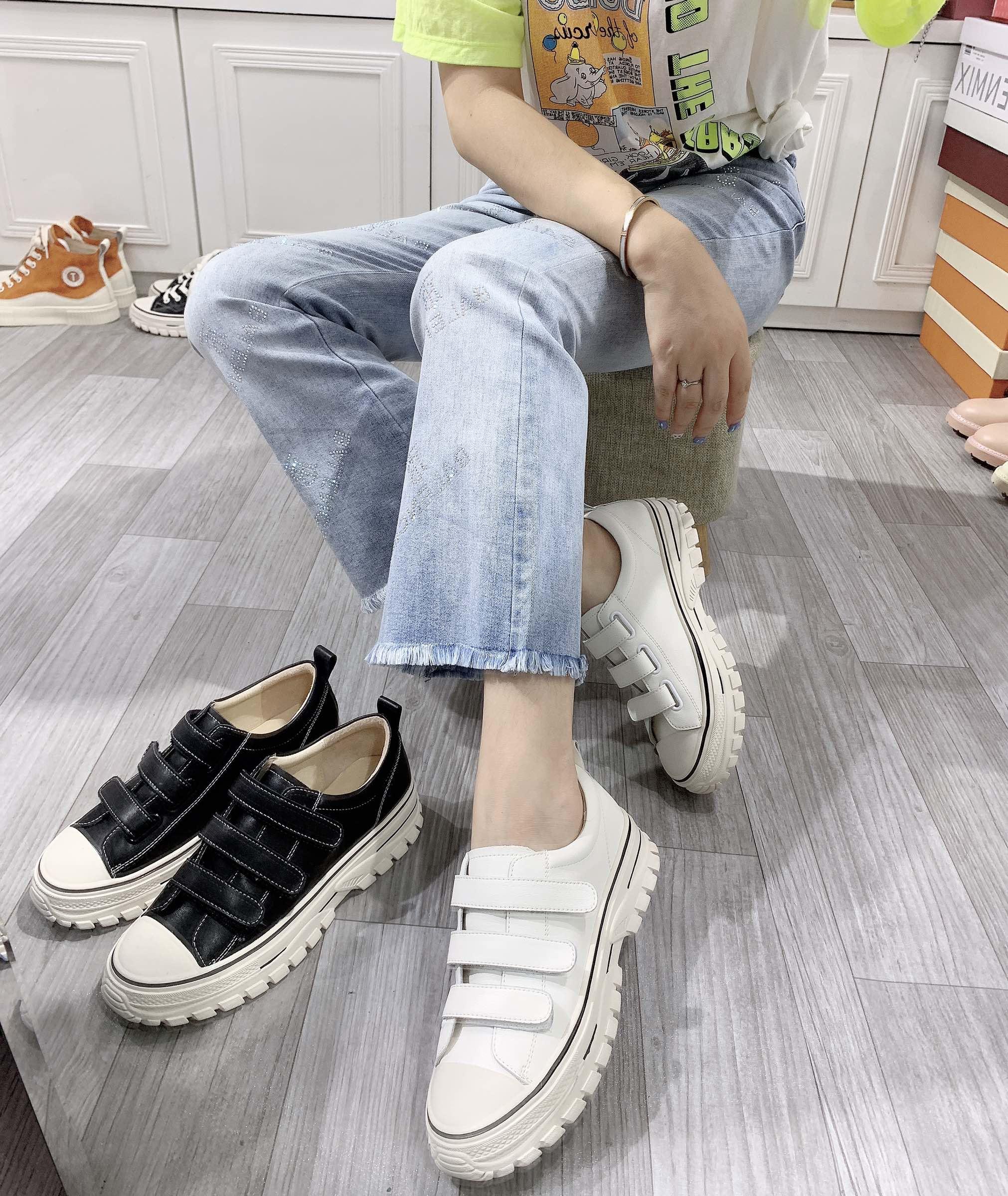 电影601 秋季牛皮休闲厚底增高魔术贴系带女鞋 2019 小白鞋专柜正品 INS