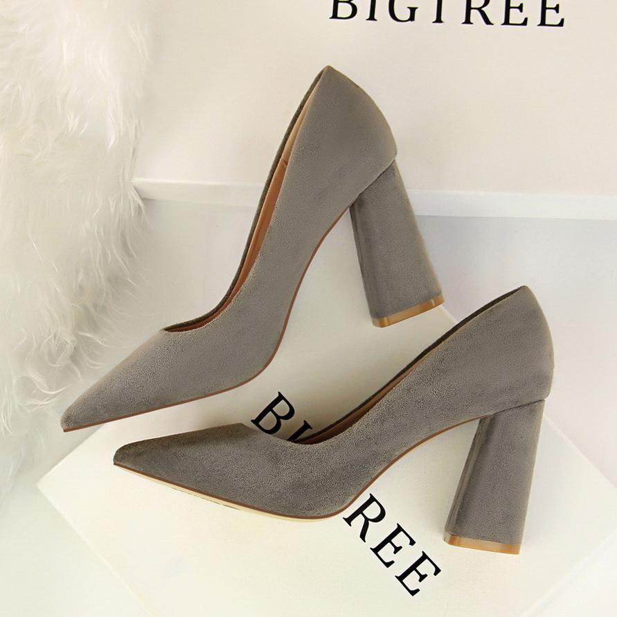 法式少女黑色高跟鞋粗跟2020新款8cm尖头绒面小清新韩版