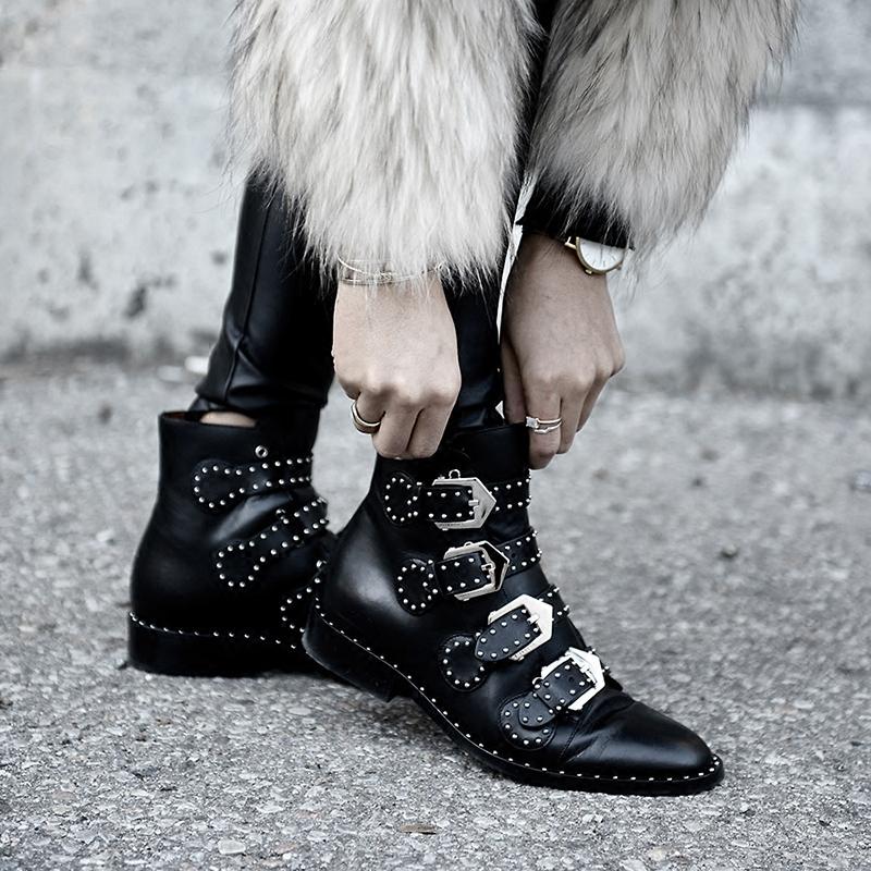 2018秋冬新款馬丁靴女英倫粗跟真皮鉚釘時尚粗跟機車尖頭黑色短靴