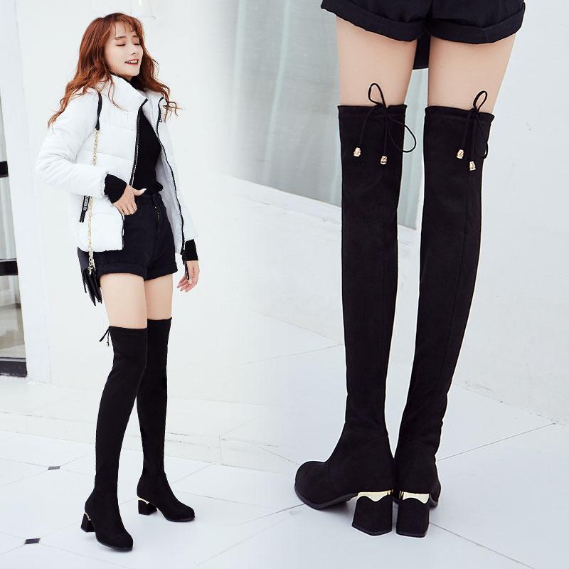 皮短裤搭配过膝长靴,秋天就要这么穿,保暖时尚还显气质