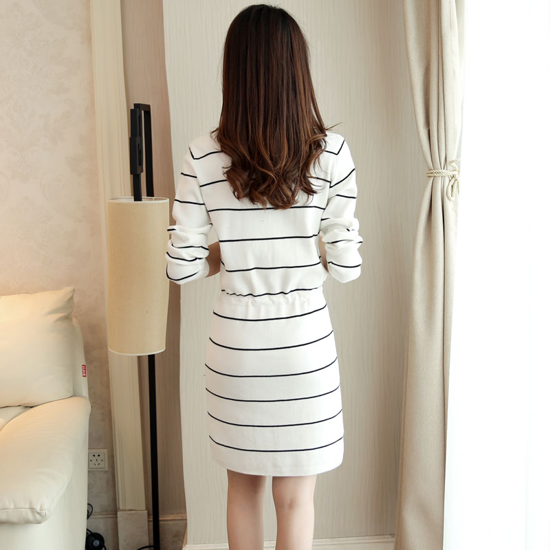 春装2018新款韩版女装V领条纹长袖针织连衣裙中长款宽松打底毛衣