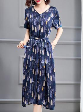 大牌V领连衣裙女夏季2021新款气质减龄长裙宽松大码高端奢华裙子