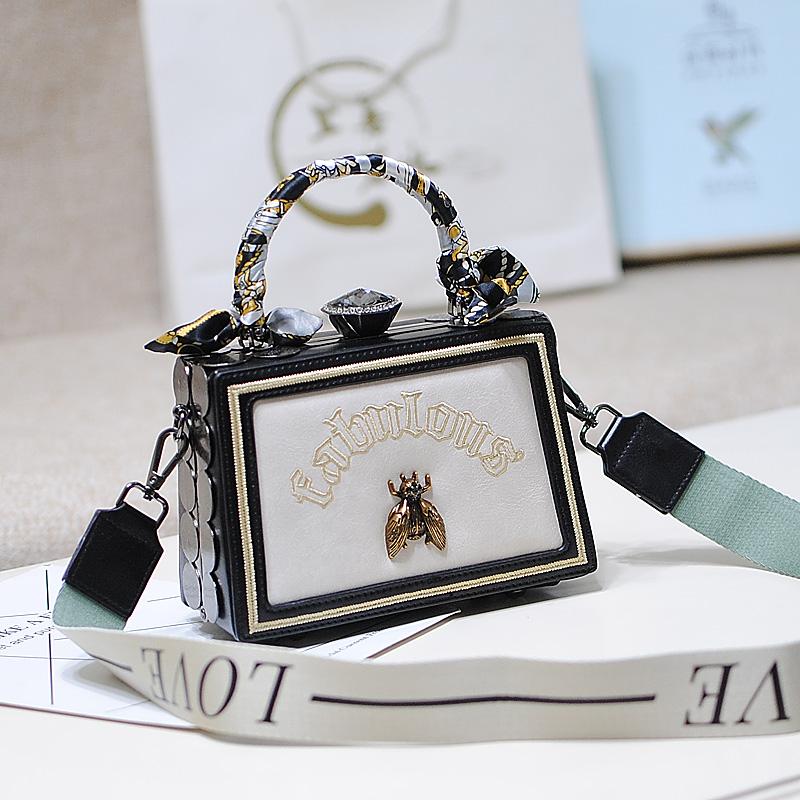 手提单肩宽带小蜜蜂小箱子包盒子包 小包包 时尚小方包今年流行