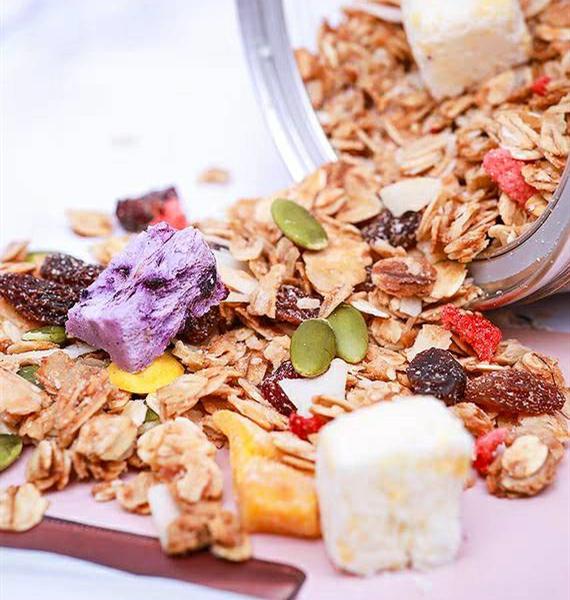 酸奶果粒脆麦片早餐干吃即食免煮冲泡烘焙混合水果燕麦片懒人代餐