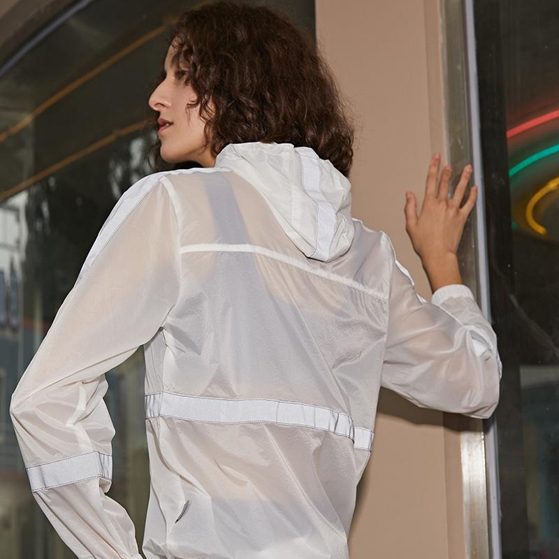 对焦 运动风衣白色透视感健身衣长袖领口拉链防风套头上衣  duijiao