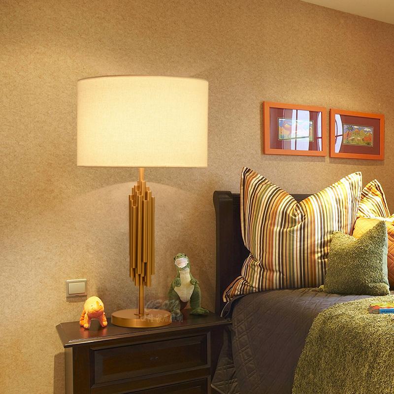 北欧后现代简约轻奢美式客厅台灯卧室床头灯创意浪漫装饰金属遥控