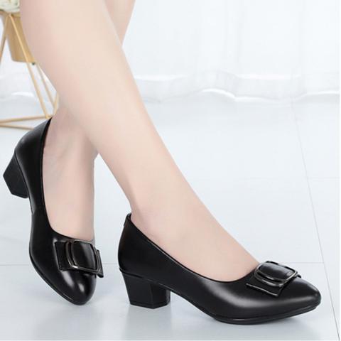 2020年夏季新款中年女鞋皮鞋黑色软皮软底时尚防滑中跟单鞋妈妈鞋