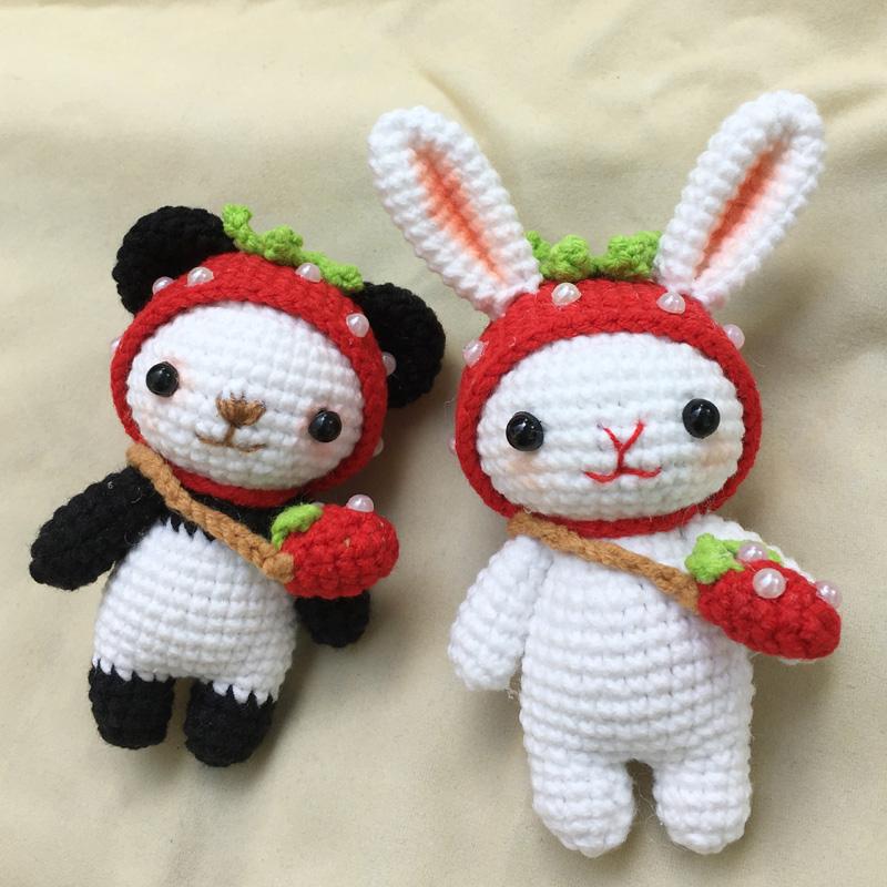 材料包 纯手工钩织创意钩针礼物草莓兔子和熊猫玩偶 西米概念