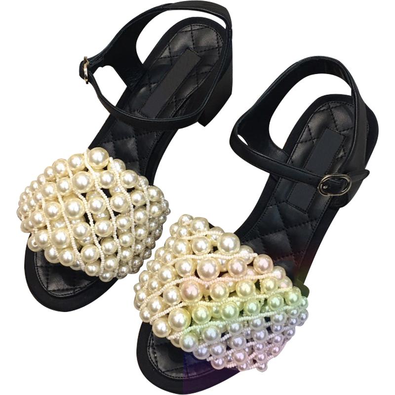 夏季新款复古珍珠粗跟真皮平底凉鞋一字带罗马鞋潮 2020 小香风女鞋