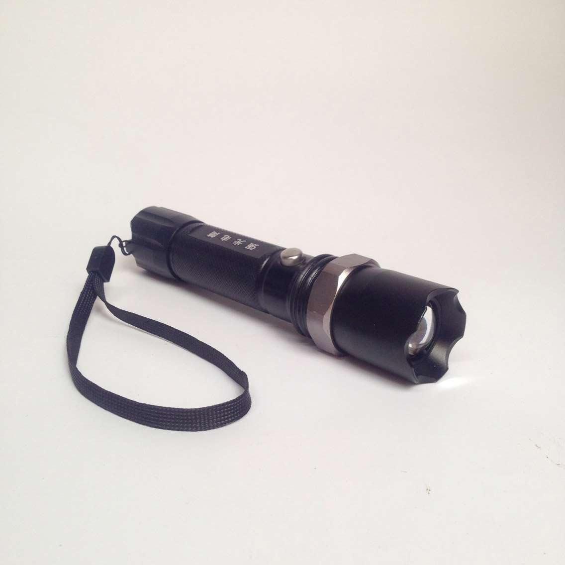 消防手電筒強光LED遠射手電 攜帶式照明燈可充電消防頭盔可用包郵