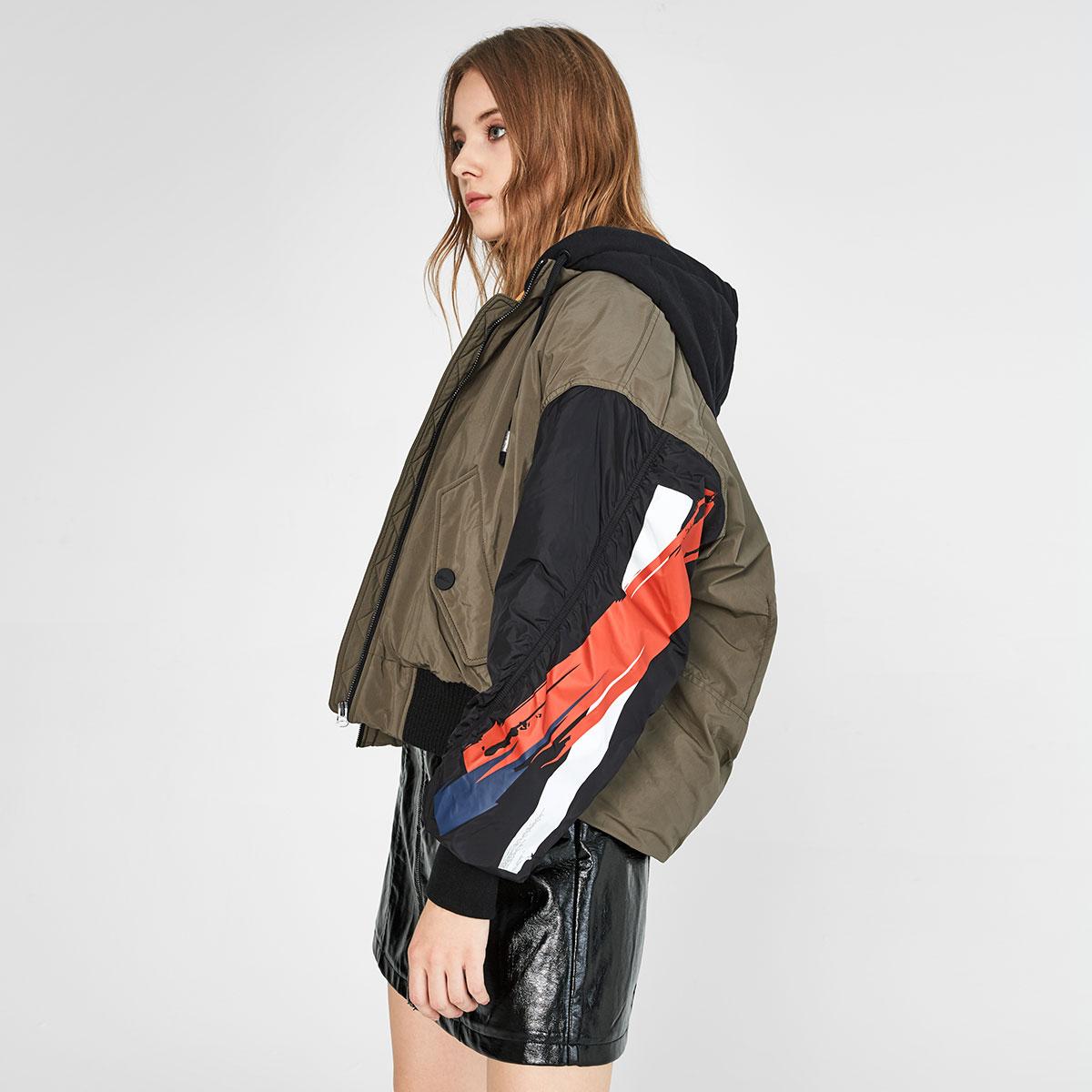 LINC金羽杰冬季新款时尚连帽个性单臂涂鸦夹克短款羽绒服女
