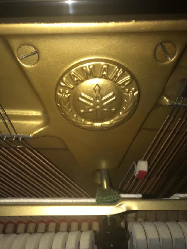 雅马哈带日本原装靠背椅子 Yamaha 钢琴 U1H 日本原装进口二手雅马哈