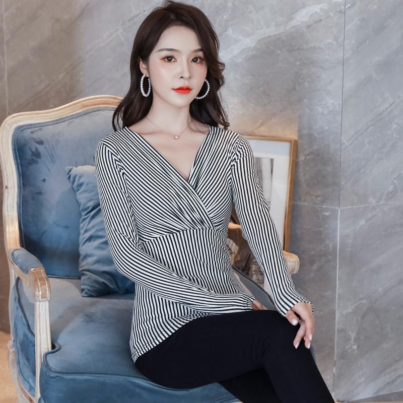 豹纹长袖T恤女2021新款春季百搭V领时尚波点韩版大码修身上衣女潮
