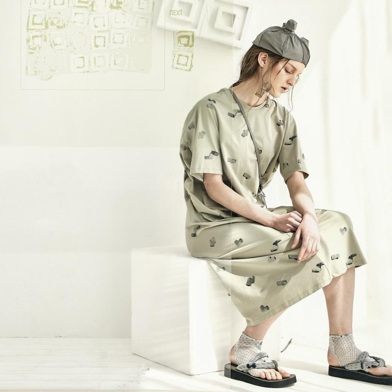 宽松针织牛油果绿果绿色连衣裙