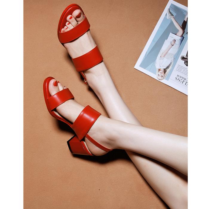 2019夏季新款一字扣帶涼鞋女粗跟真皮中跟紅色百搭簡約羅馬女涼鞋