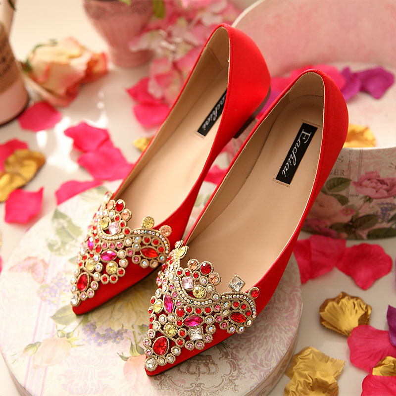 The new large size wedding shoes bridal shoes wedding shoes red wedding shoes with flat shoes embroidered shoes flat shoes
