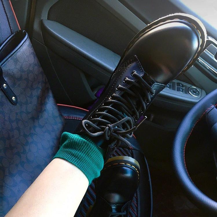 工装靴薄款 chic 夏季马丁靴女英伦风学生厚底透气机车靴子女短靴筒