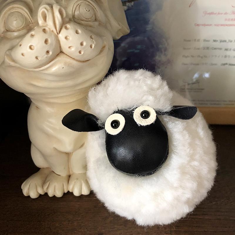 小羊公仔毛绒汽车钥匙扣羊挂饰女士可爱包毛毛轻奢ins风书包挂件