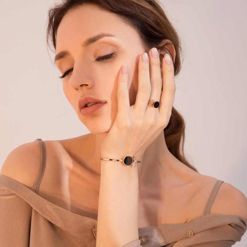 日韩版个性钛钢镀18k玫瑰金戒指女款黑色圆形食指环戒子潮配饰品