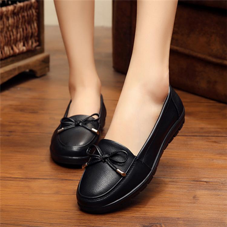 妈妈鞋软底女舒适中老年奶奶防滑单鞋平底黑色皮鞋工作休闲豆豆鞋