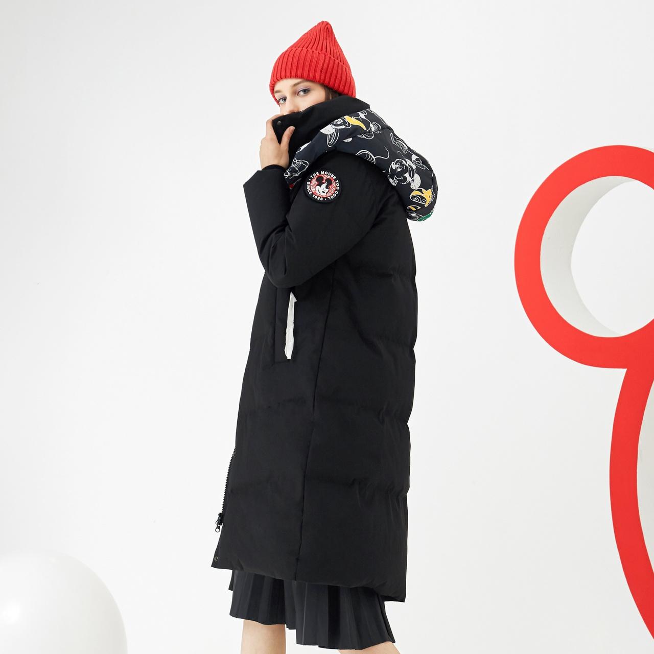 波司登女款中长款羽绒服米奇合作款红色时尚潮流可脱卸帽子设计