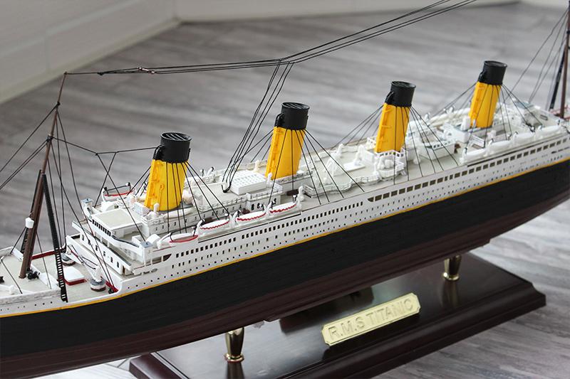 小号手拼装舰船模型泰坦尼克号成人组装船模电动中学生手工课作业