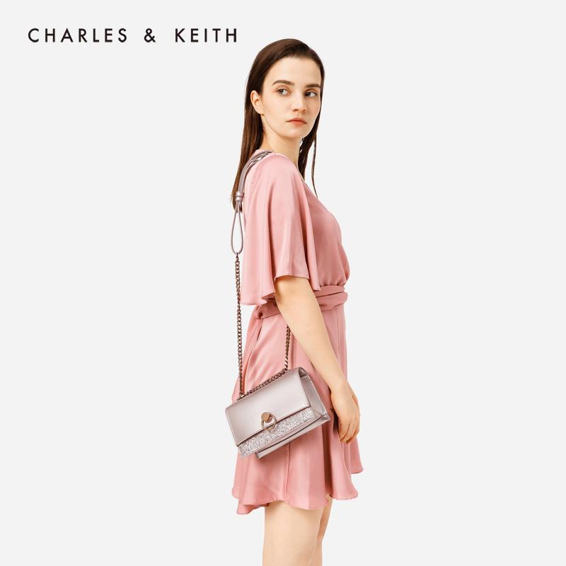 金属圆扣饰女士翻盖小方包 20780807 CK2 单肩包 KEITH & CHARLES