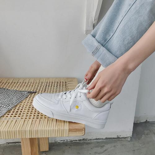 小雏菊小白鞋女鞋2020春季新款休闲百搭原宿港风学生ins潮板鞋女