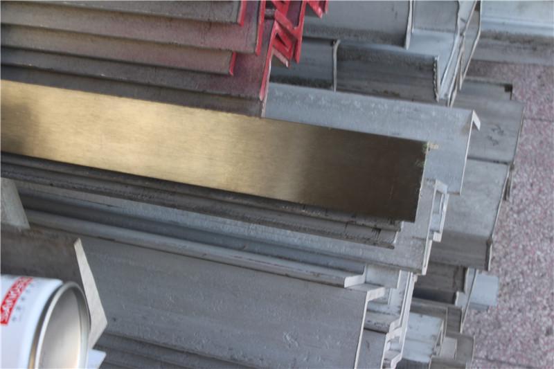 正宗不锈钢角钢槽钢304 201 316三角铁角钢万能冲孔角钢切割焊接