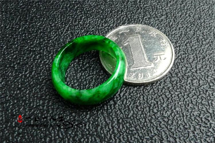 花青色满绿翡翠指环 男女款辣绿尾戒扳指 货祖母绿翡翠飘花戒指 A