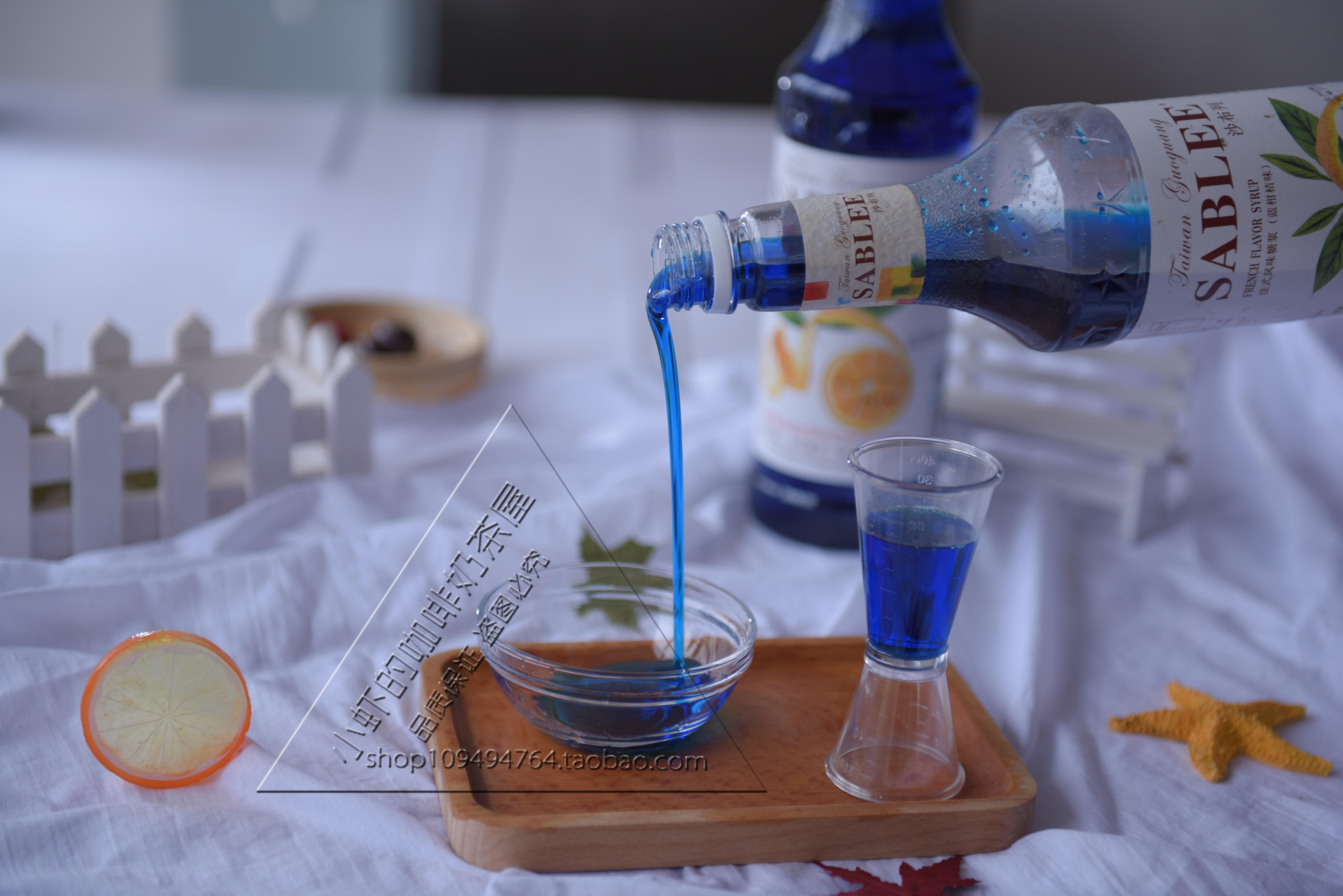 沙布列蓝柑桔糖浆气泡苏打水浓缩果汁鸡尾酒蓝色柑橘星空饮料果露