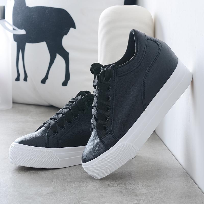 新款内增高鞋休闲鞋白鞋子秋季防滑孕妇中年妇女度假白色百搭旅游