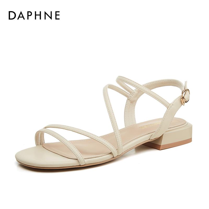 年新款女平底夏季一字扣带露趾粗跟低跟女鞋子 2021 达芙妮罗马凉鞋