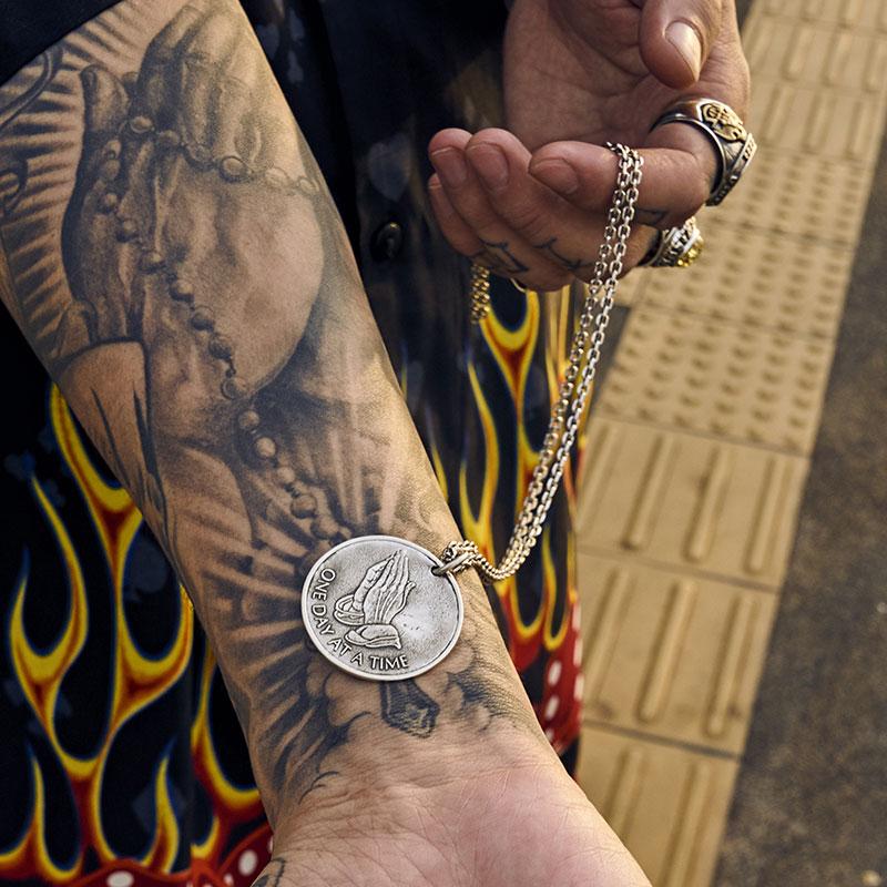 ruibeila祈祷之手项链男士个性纯银欧美吊坠嘻哈圆牌潮人hiphop