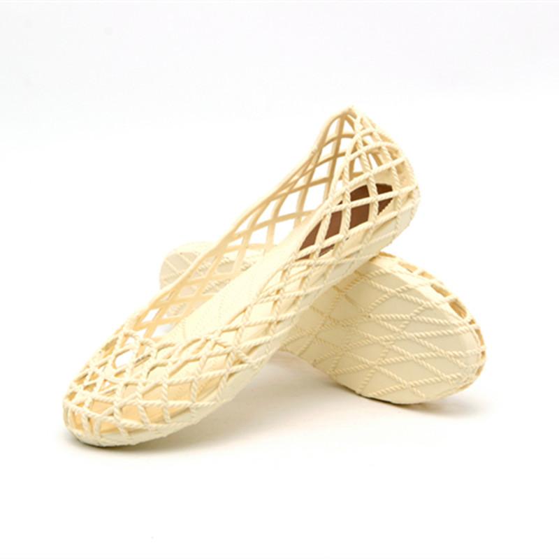 越南温突女士夏季网状透气防滑护士平底凉鞋舒适沙滩洞洞鞋不臭脚