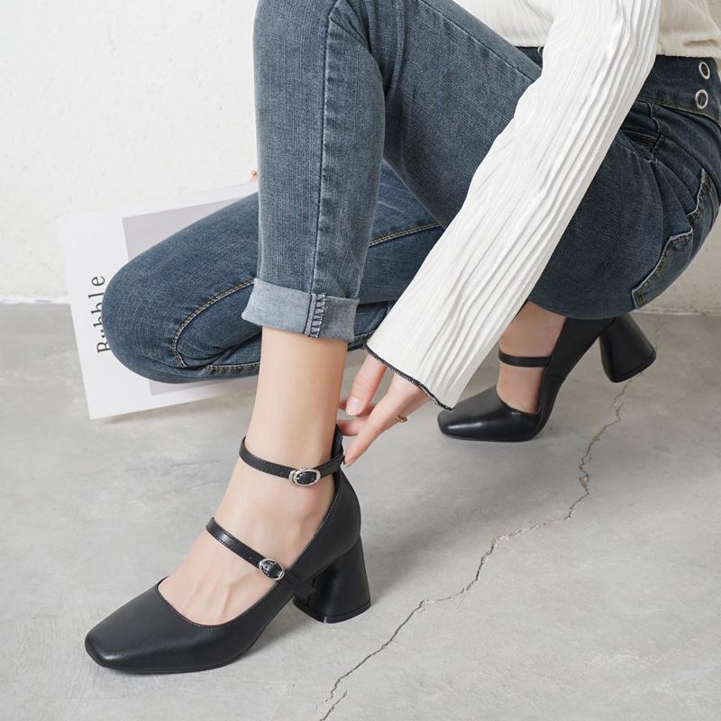 玛丽珍单鞋女少女复古一字扣韩潮粗跟方头浅口黑色高跟个性小皮鞋