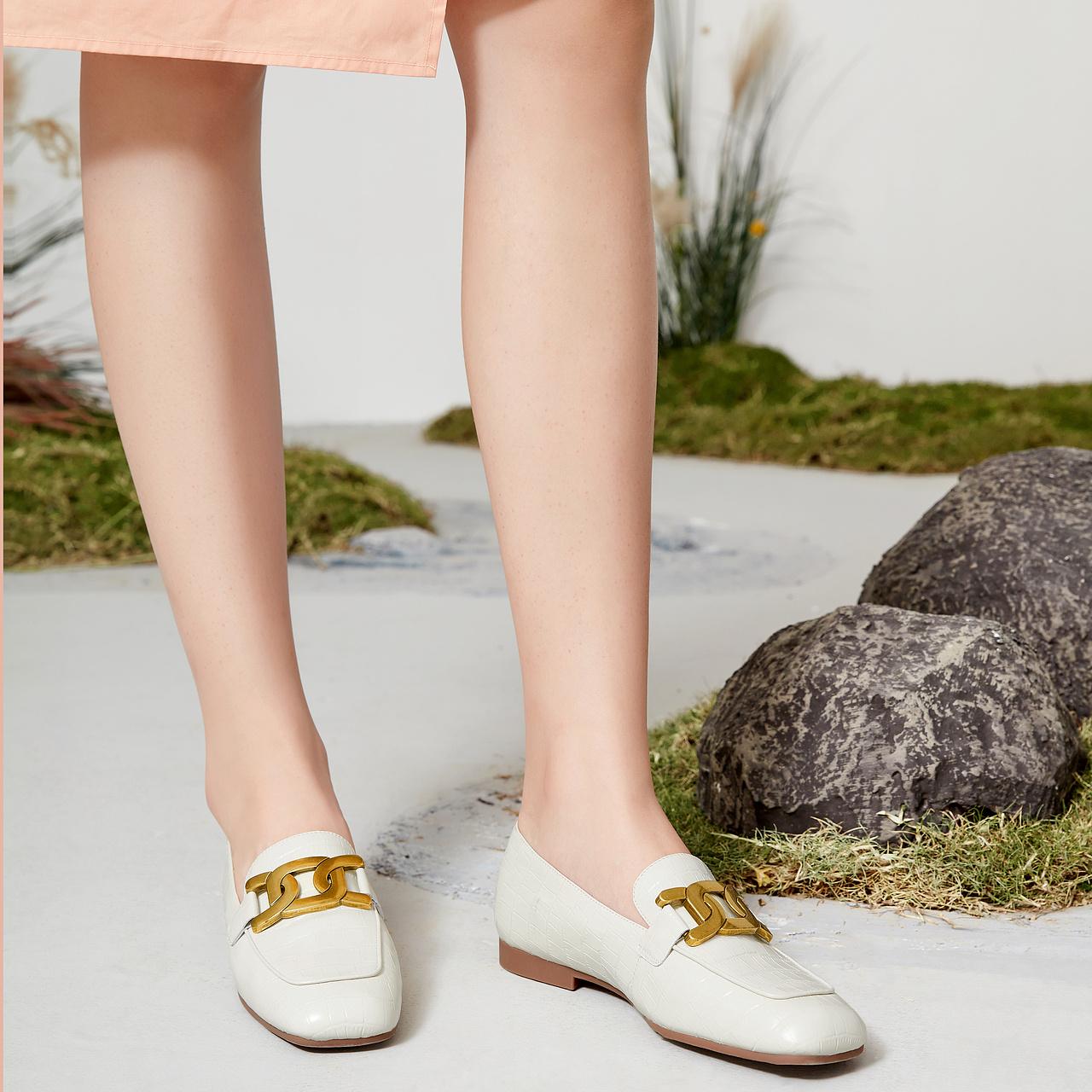 新款单鞋欧美方头通勤乐福鞋 2021 千百度女鞋时尚复古英伦风平底鞋