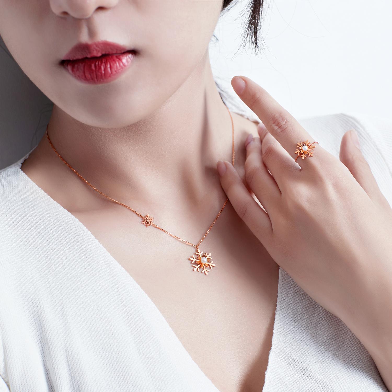 千叶珠宝首饰戒指素圈戒指彩金玫瑰金白金18K金珍珠雪花落雪 礼物