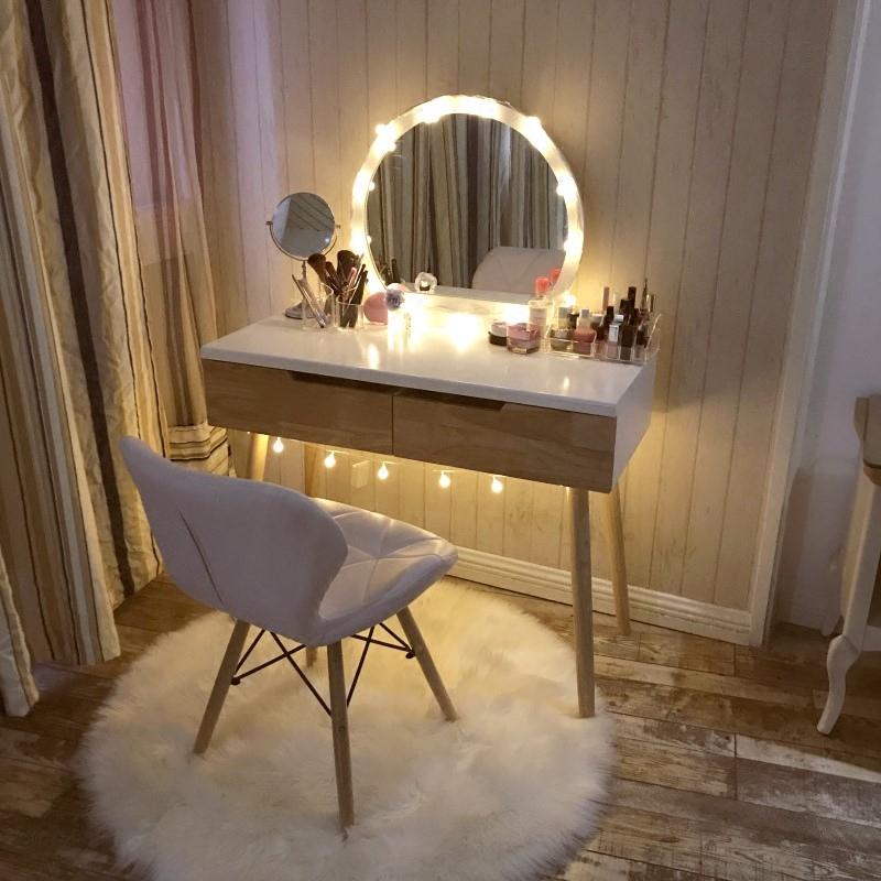 北欧实木梳妆台卧室小户型现代简约桌子经济型网红ins化妆台带灯